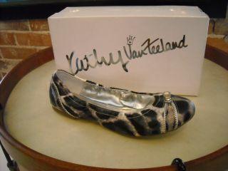 Kathy Van Zeeland Zipster Black White Zipper Ballet Flats New