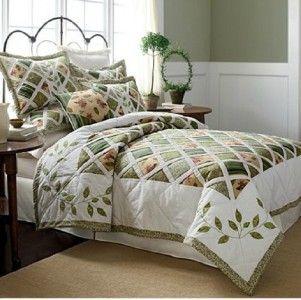 Lovely Green White Lattice Flower Garden Themed Quilt and Sham Set New