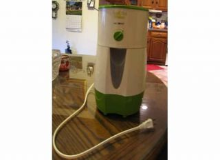 MR COFFEE ELECTRIC GREEN 3 QUART ICED TEA MAKER W/ BREW STRENGTH