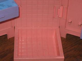 1986 Hasbro Maxie Doll Too Cool Gym Shower Locker Barbie Doll Size