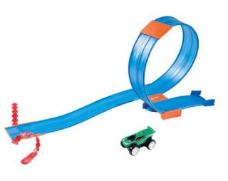 Features of Hot Wheels Rev Ups Track Pack