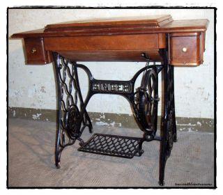 singer nhmaschine mit tisch alte singer nhmaschine with. Black Bedroom Furniture Sets. Home Design Ideas