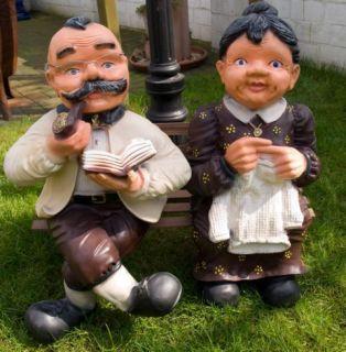 Oma und Opa 70 cm groß auf der Holzbank Deko Figur