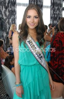 Foto de Stock — MIAMI   JULY 21: Miss USA Olivia Culpo at the