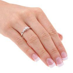 Miadora 10k White Gold 1/4ct TDW Diamond 3 stone Ring