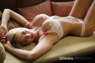 1art1 39936 Schöne Frauen   Gemma Atkinson, Sofa Poster (91 x 61 cm