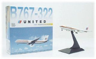 Dragon Wings B767 322 United Airlines Model Airplane Toys