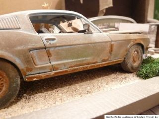 Ford Mustang GT Fastback BJ 1968 Barn Find Diorama in 1 18 Scale 1 18