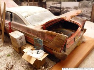 Christine Plymouth Fury Bj.1958   Barn Find Diorama in 1:18 Scale 1